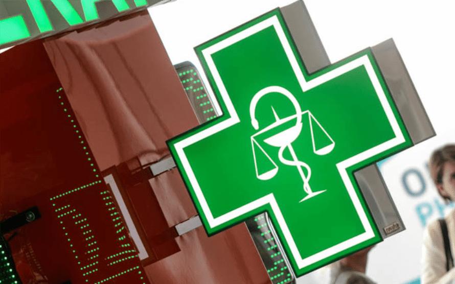 svetelný lekárenský kríž